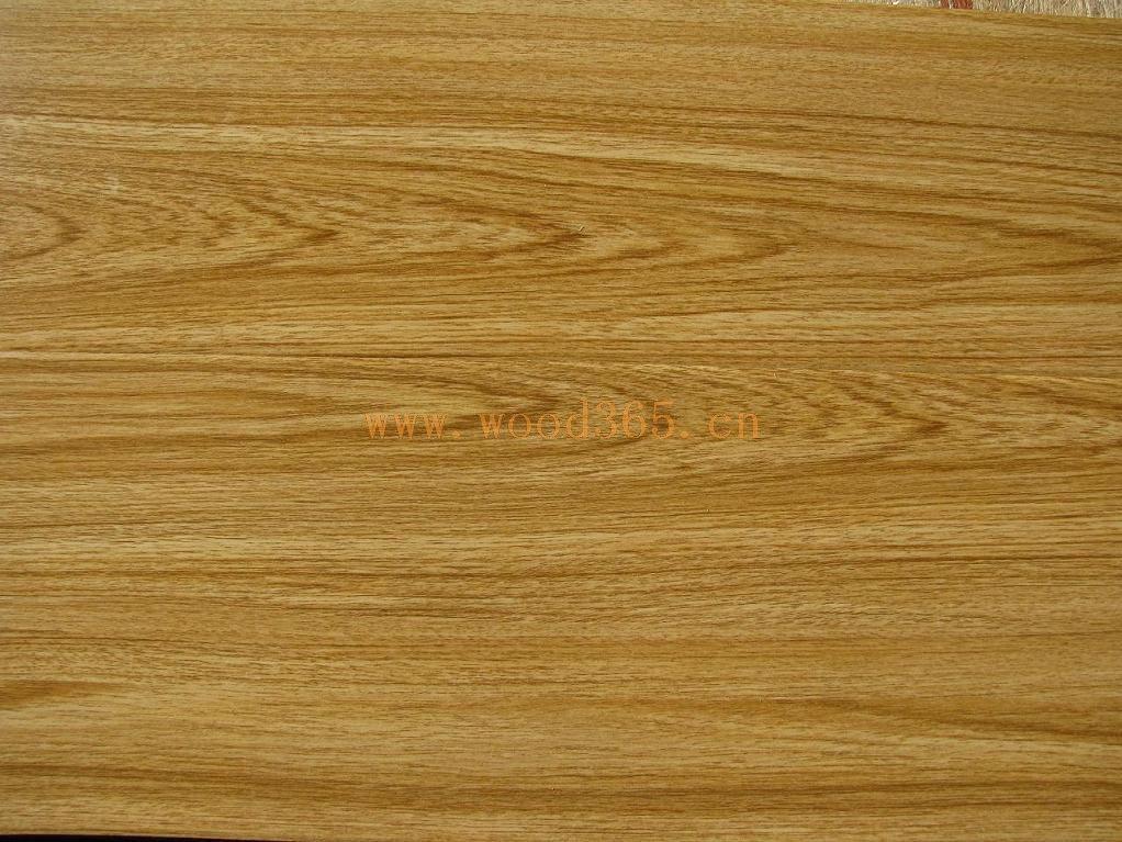 鲁丽木业第一大特色产品: 欧松板(定向刨花板/OSB板) OSB板又称欧松板(定向结构刨花板),该板材相对于其它人造板材有诸多优点: 1、定向结构刨花板(Oriented Strand Board),简称OSB,是一种以较大直径、树干通直的新鲜木材为原料,通过专门的刨切加工设备顺着木纹方向加工成长40mm~120mm、宽5mm~20mm、厚0.