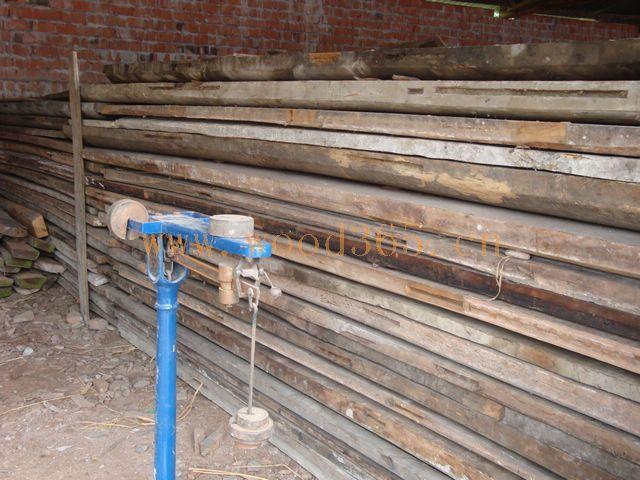长期供应大量金丝楠木板材,原木;旧家具等