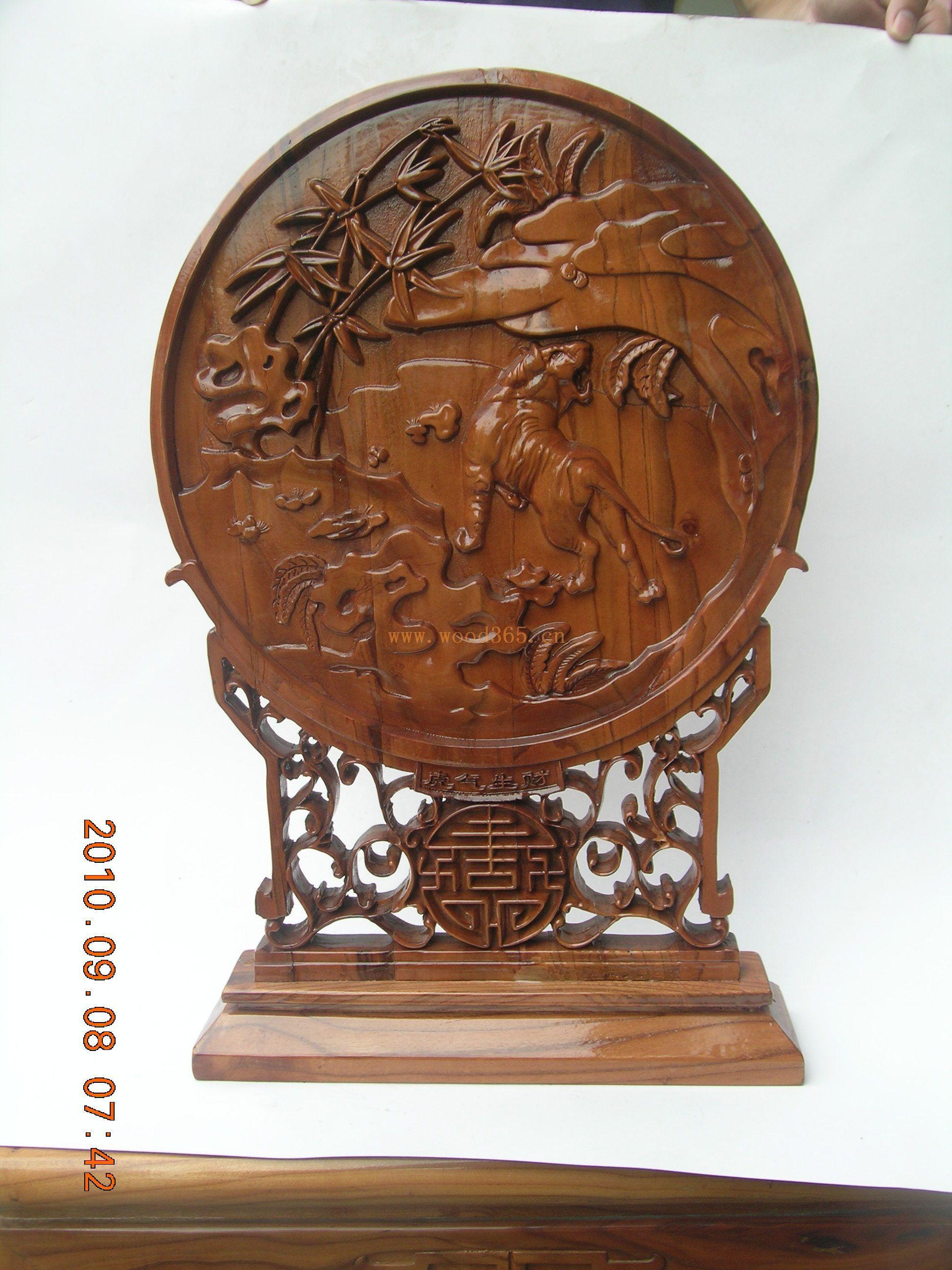及各式桃木工艺品包装等系列,二百多个品种的桃木工艺品倍受海内外
