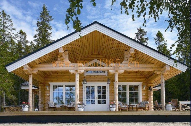 人們通常誤以為水是木材的敵人,情況并不是這樣,在多雨或潮濕的地方木建筑可以有長期的性能表現。關鍵在于在設計和建造當中采用以木材為基礎的建筑產品時懂得如何控制水分。一般來說,一棟建筑物中唯一需要完全防潮的部分是建筑物外殼,特別是屋頂它應盡可能排水,但在蓄水時需保持防水性能。如果建筑物面層可以很好的防水,那么我們可以相信建筑物中的其他建筑部件則不一定需要防水。樓鼎木屋屋頂是采用人字結構建造的,屋頂斜度較大沒有積水問題,且瓦片外層是采用了彩瀝玻纖瓦具有防水功能,屋頂中間層有防水卷材能更好的做到防水問題,木屋采用