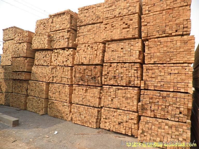 苏锡宏锦贸易有限公司有限公司、无锡市锡港木材加工厂、无锡市五讯木业供应站的业务基础上,于2013年3月1日经江苏省苏州市工商行政管理局批准注册成立、进出口木材、建筑模板销售、周转材料租赁、工程配套材料供应模板无锡地区总经销的大型物资流通企业。 公司自成立以来,先后与中建一局、中建三局、中建四局、中建八局第三建设有限公司苏南公司建立长期战略合作伙伴,先后为京沪高铁、沪宁城际铁路、沪杭城际铁路、无锡火车站世贸一期二期、无锡九龙仓二期、无锡云福大厦、常州世贸二期、泰州高港项目、兴化制药厂,苏州北站圆融广场项目,