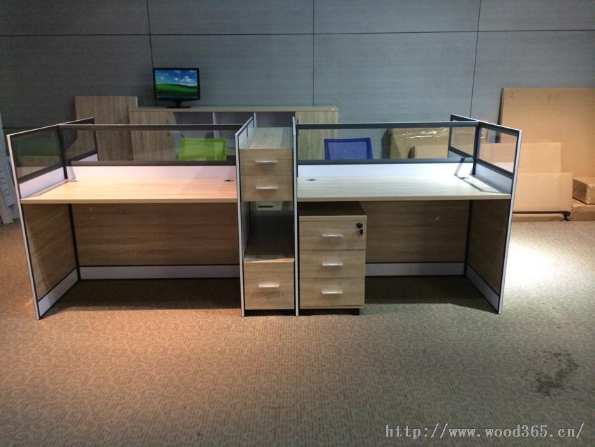 东莞沃得盛家具有限公司是一家专业的家具生产及销售的公司,配套生产及品牌。公司建于1993年,总部设在东莞,历年来致力于办公家具、办公屏风、高间隔的开发、设计、生产。产品系列包括:胶板系列、实验室系列、教学系列、屏风系列、展柜系列、转椅系列、沙发系列、实木系列、钢制家具系列等。 办公家具系列:大班台、办公台、电脑台、会议台、组合台、茶几、办公屏风、高隔间、中班椅、大班椅 休闲家具系列:休闲沙发、布艺沙发、皮质沙发、KTV沙发; 酒店家具系列:酒店沙发、酒店桌椅、套房家具; 教学家具系列:课桌椅、阅览台、阶梯