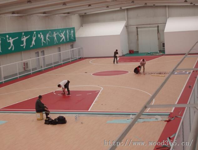 天津篮球场运动地板室内篮球场铺装枫木纹地板
