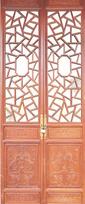 斧神工的雕刻技艺,更重要的是,仿古门窗所采用的木材都是珍贵而稀少的