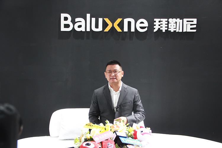 拜勒尼参加第十七届北京门展
