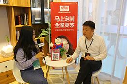 中国木业网采访欢乐熊快装营销总监杜加琦