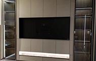 不做背景墙,改做电视柜,突出收纳来提升家居高级感
