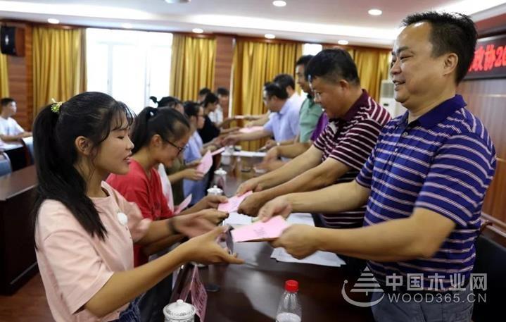 """积极响应县政协号召,鹏森缘参加""""捐资助学""""仪式"""