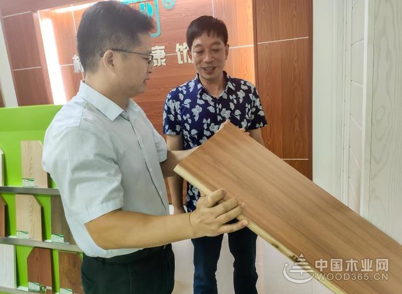 广西柳州市柳北区长张联松等部门领导一行莅临桥牌调研指导