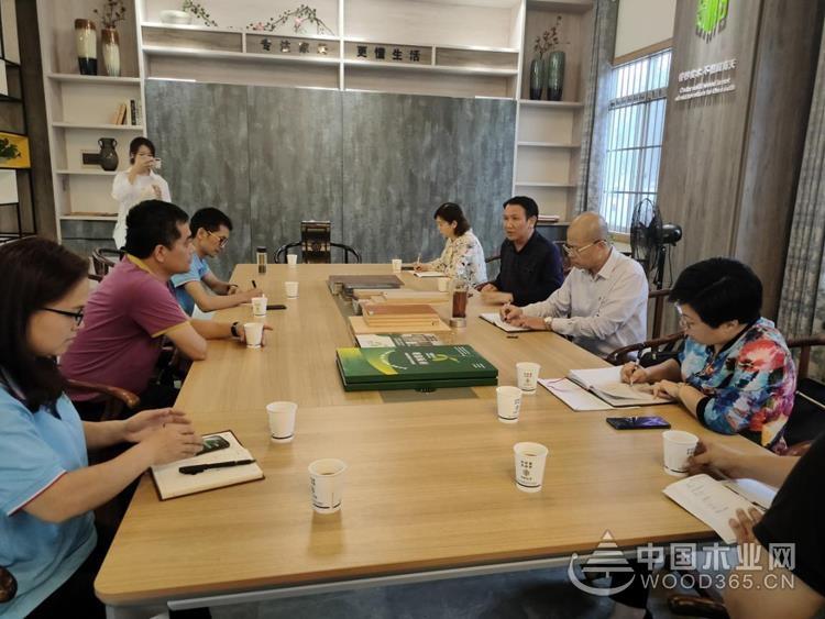 """南宁市""""小个专""""评审组到明源木业公司现场核实示范点情况"""