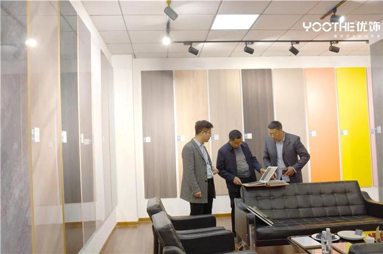 优饰饰业热烈欢迎全国各地客户莅临公司参观考察