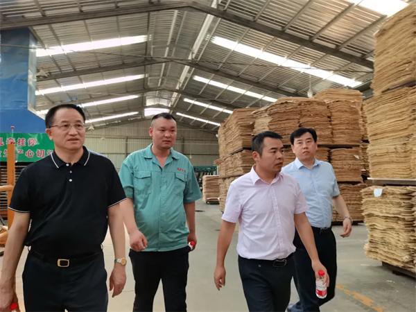 热烈懊恼欢迎中国木材保护工业协会会长刘能不停文一行莅临福庆参观考察指导
