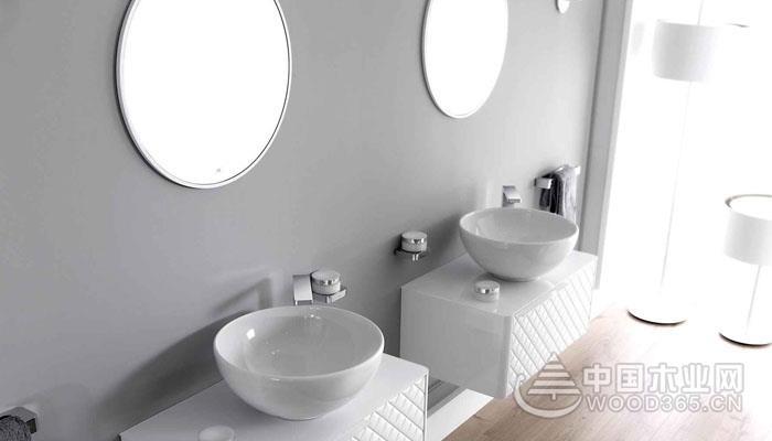 浴室镜的选择与搭配
