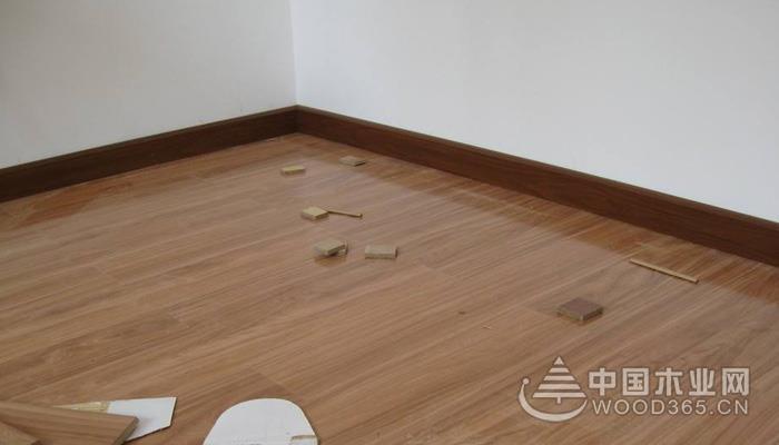 地板地角线什么颜色好?