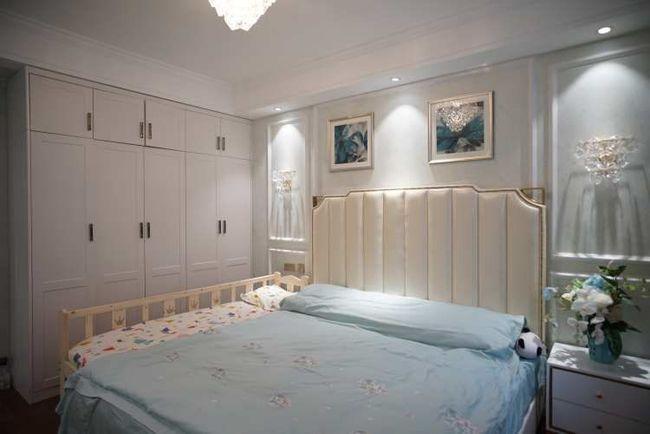 绿色壁纸加白色家具,新美式装修很清新