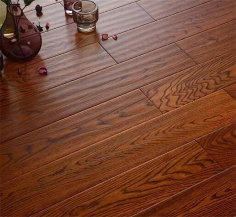 ��木地板有色差正常��