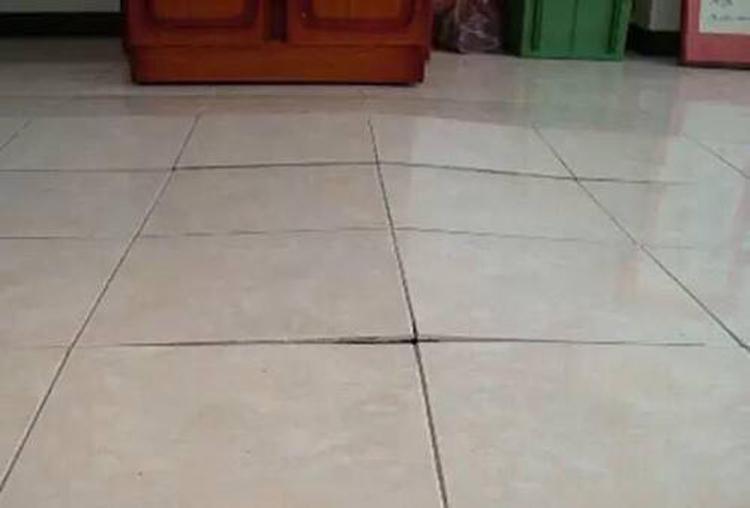 地砖翘起来了怎么修复 用什么胶水