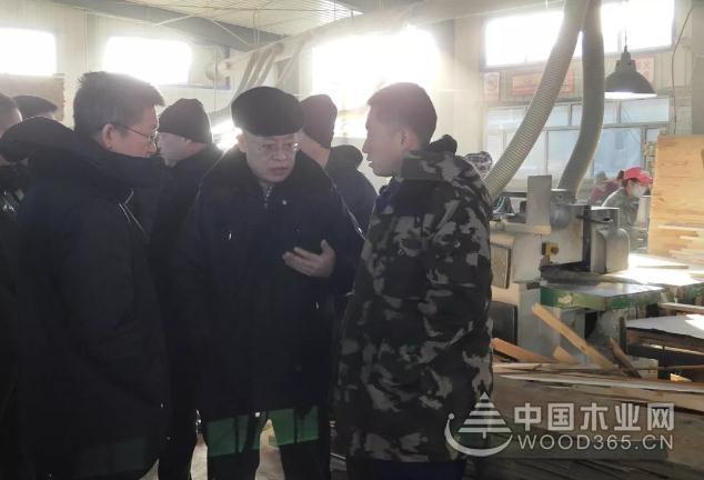 满洲里市领导对木材涉粉爆企业进行安全生产大检查