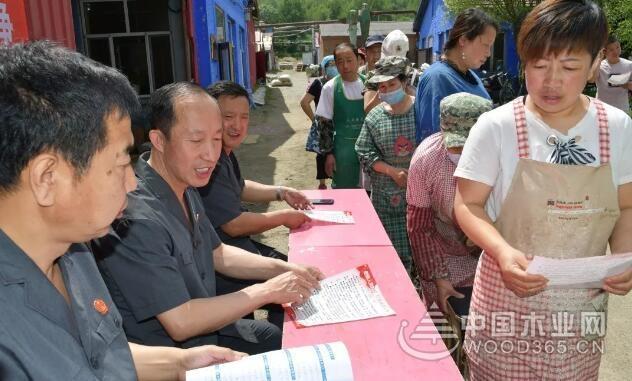 黑龙江绥阳镇扫黑除恶进企业 法治宣传促平安