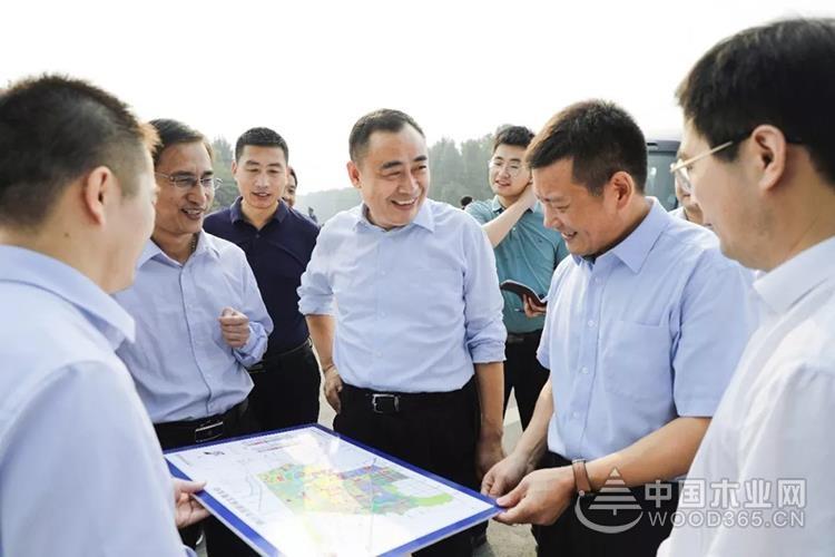 临沂兰山区领导调研木业产业转型升级工作