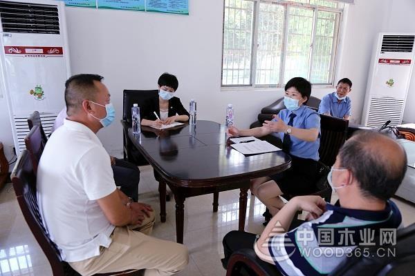 荆州江陵县检察院检察长走访木企助力复工复产