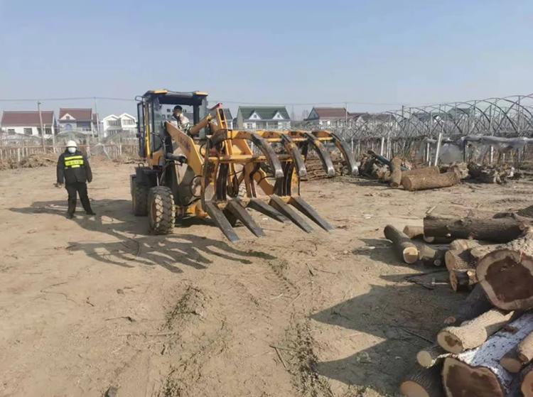 上海叶榭镇一家无证木材加工厂停产整改