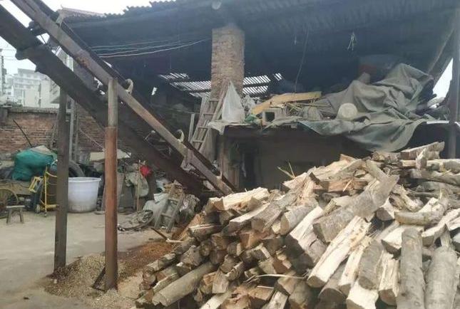 贵州凯里炉山一木材加工厂非法经营被拆除!