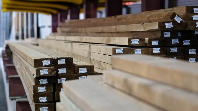 加拿大在软木木材关税问题上向华盛顿施压