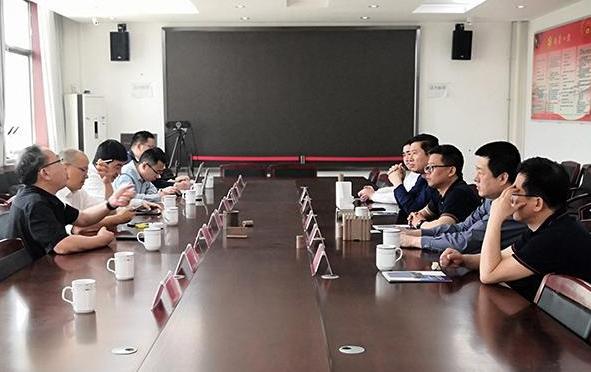 考察团调研山东菜屯镇木材加工业并洽谈推进产城融合项目