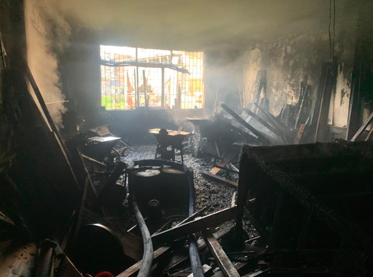 广东梅州一木材加工厂突发火灾!