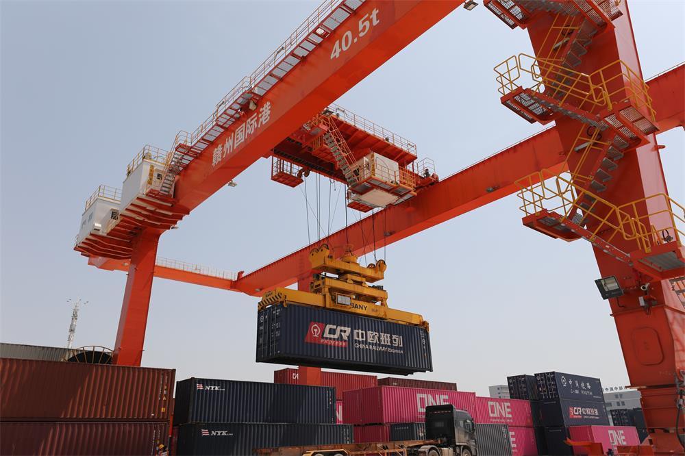 唯一进口木材直通口岸 赣州国际陆港新增海铁联运物流通道