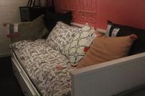 一个简单的坐垫就能让旧房换新颜