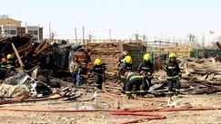 内蒙古巴彦浩特镇区一处木材市场发生火情