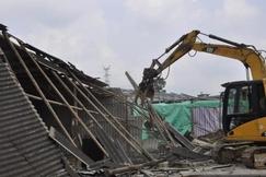 """广西长塘镇:违建木材加工厂被拆除,十多万元""""打水飘"""""""
