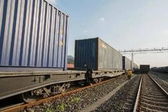 """春运以来,渝蓉""""点对点""""班列发送木材等货物1.6万吨"""