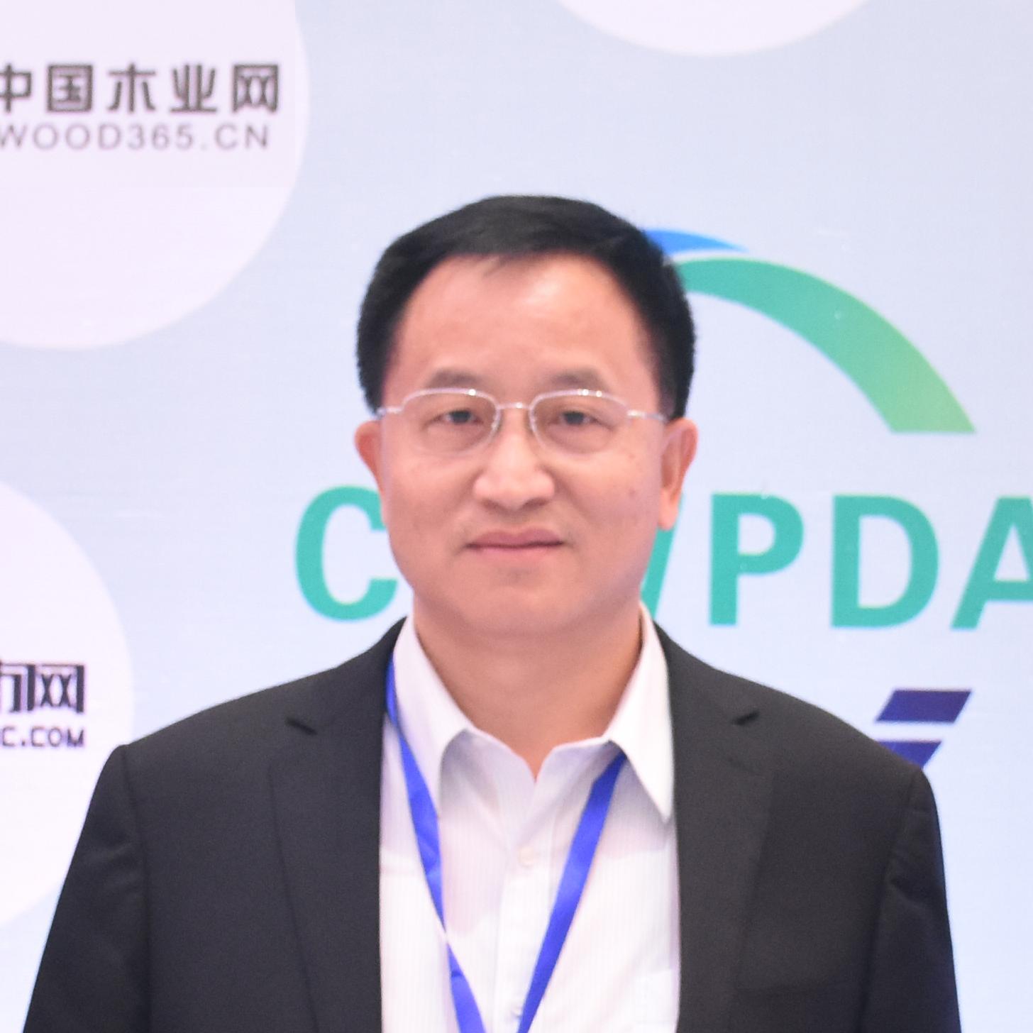 中国木材与木制品流通�}协会会长刘能文专访
